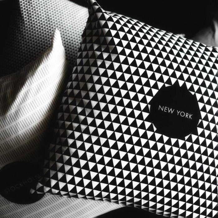 Coussins graphiques scandinave noir et blanc by Hejm