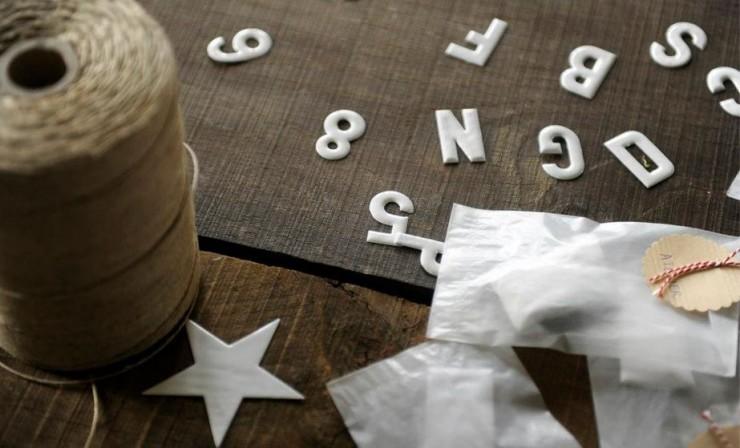 lettres et chiffres en emailles