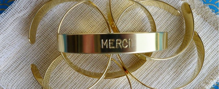 Bracelet en laiton gravé Merci