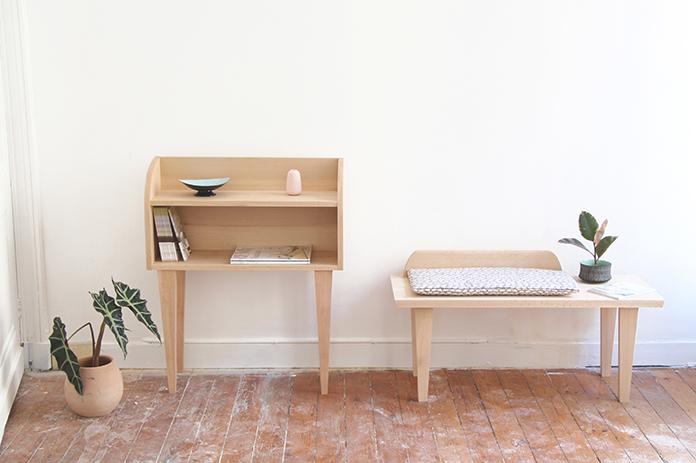 table de chevet et banc en bois clair