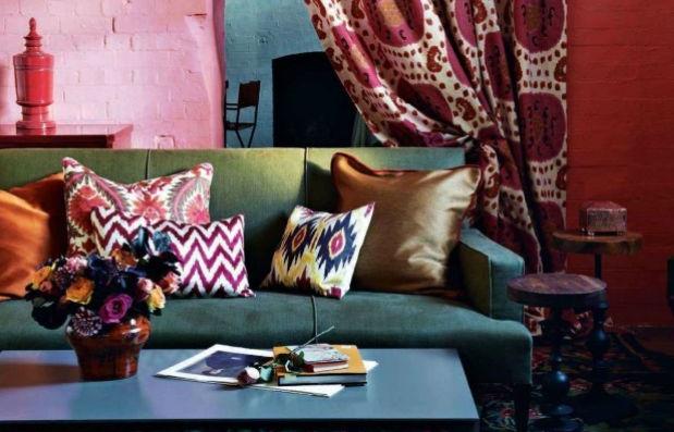 Inspiration Ikat dans le sejour coussins et rideaux