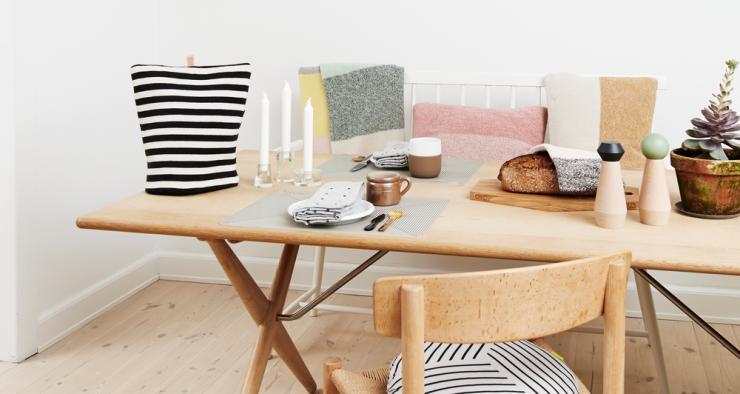 Salle à manger scandinave - Table en bois clair - Aventure Deco