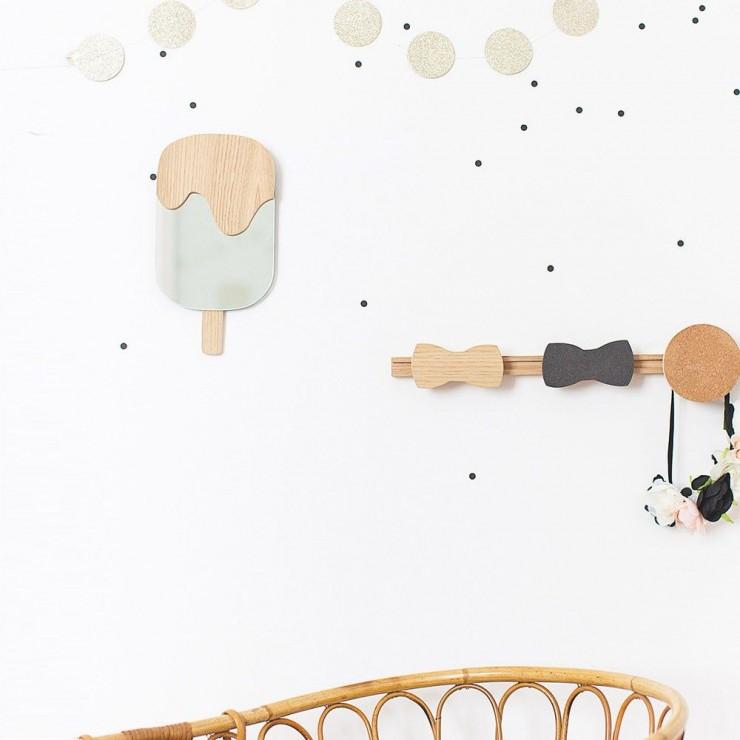 Miroir Esquimau // April Eleven - Miroir en forme de glace en verre et bois, parfait pour une chambre d'enfant