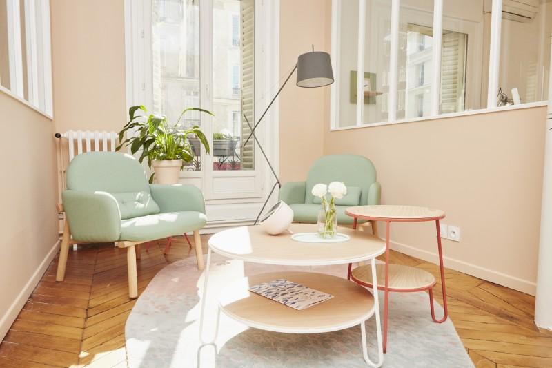 Salon cocooning style scandinave aux tons pastel