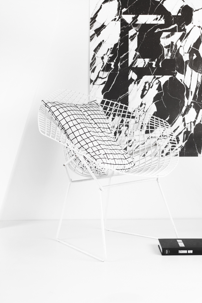 coussin-motif-grid-carre-chaise-design-diamond-chair-bertoia-affiche-marbre-tendance-scandinave