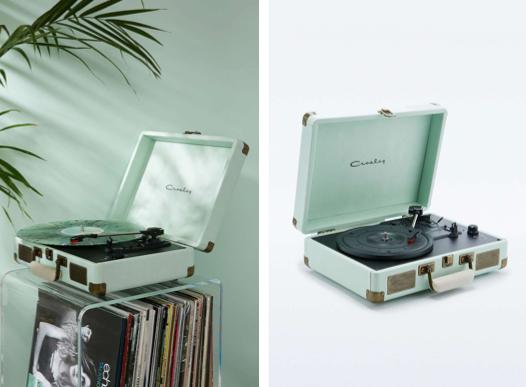 Tourne-disque menthe mint de la marque Crosley Cruiser vendu chez Urban Outfitters