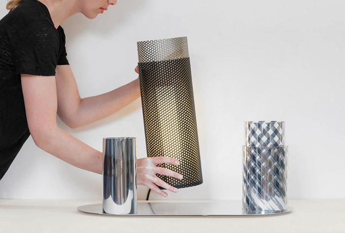 Le perforé dans la déco avec cette lampe à poser - Aventure Deco
