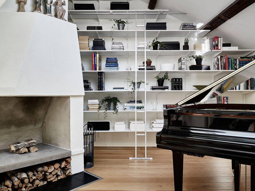 bibliotheque-piano-echelle-cheminée-chaux-tendance-scandinave-loft