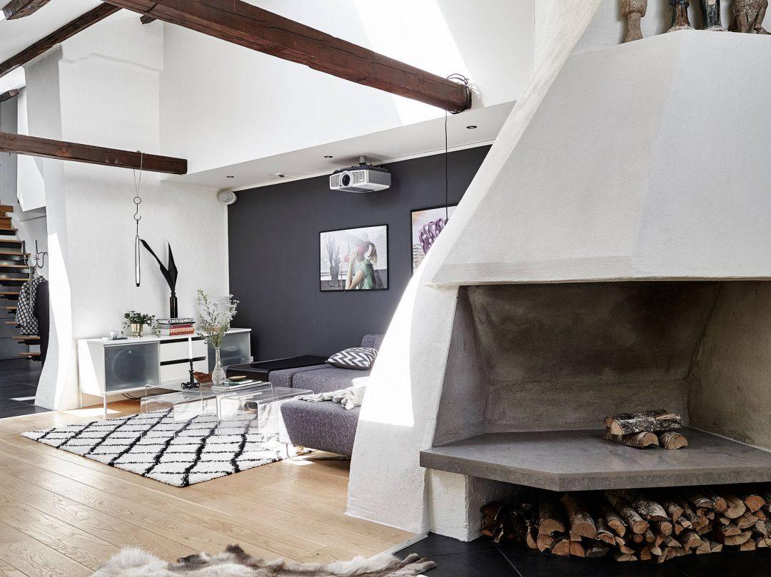 appartement-sous-les-toits-cheminee-chaux-poutres-apparentes-mur-gris-tapis-berbere