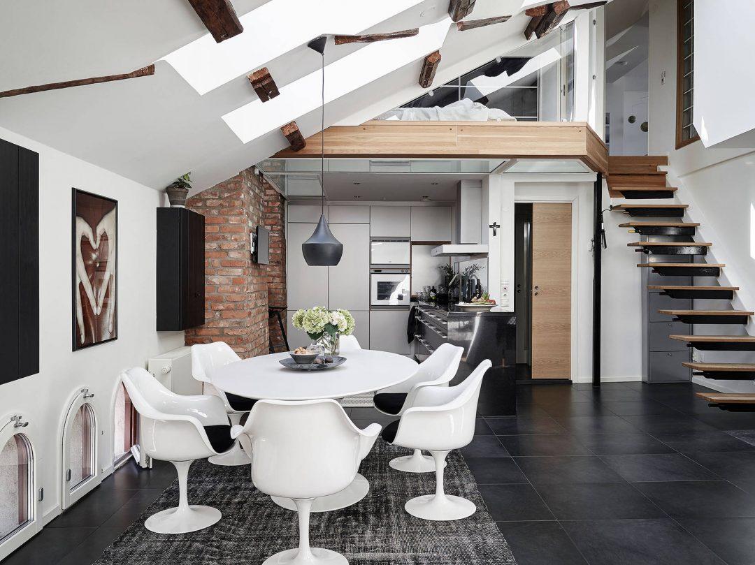 duplex-salle-a-manger-blanc-noir-chaises-tulipes-mezzanine-poutre-tendance-scandinave