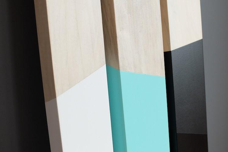 Lampe à poser en bois et aux couleurs pastel