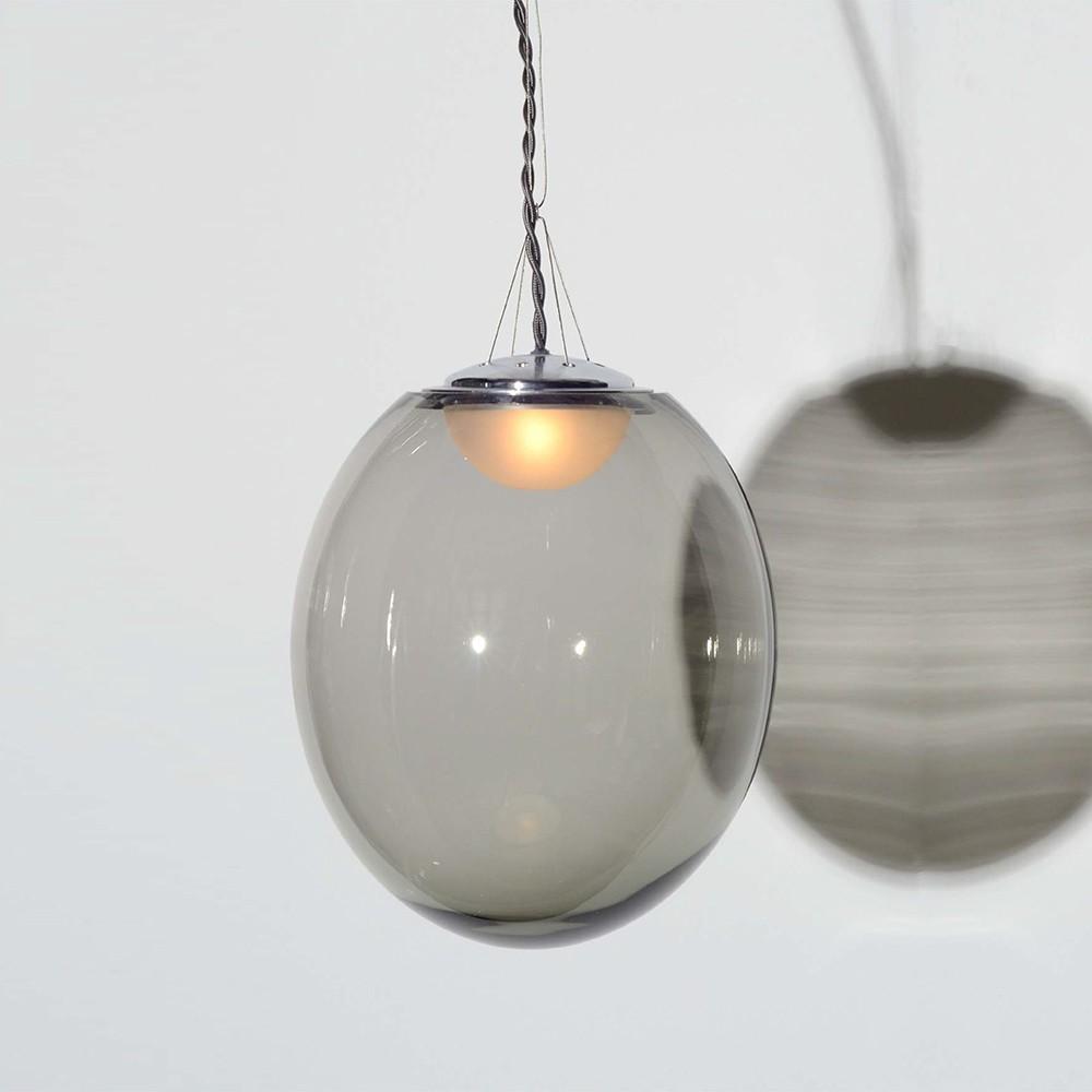 Suspension en verre soufflé de couleur grise