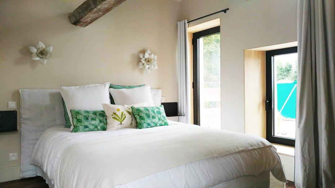 chambre-poutres-vintage-vert-decoration