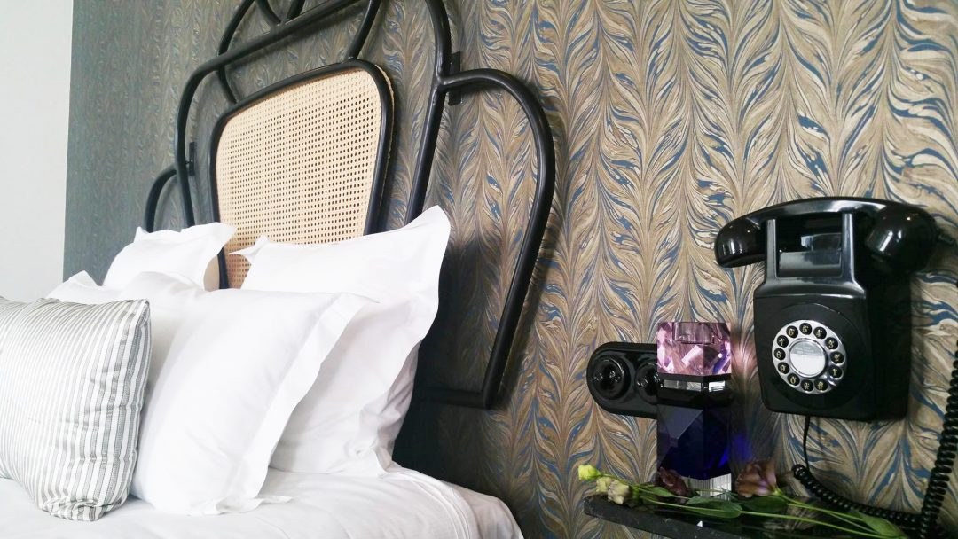 hotel-panache-reflexion-cristal-vase-aventuredeco