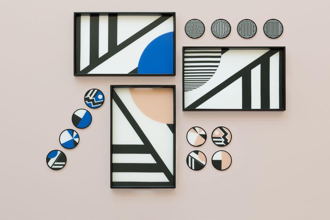 Set de plateaux et sous-verres par la designer Kelly Behun