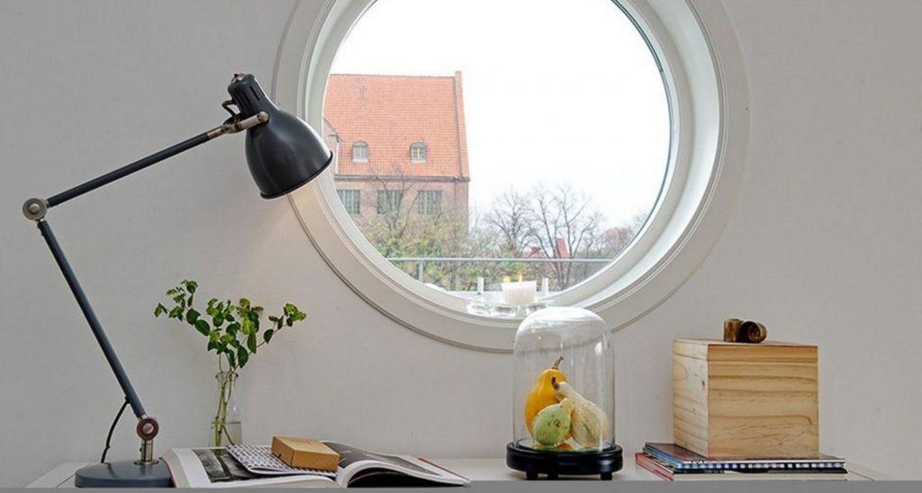 La poésie d'une fenêtre ronde dans votre intérieur