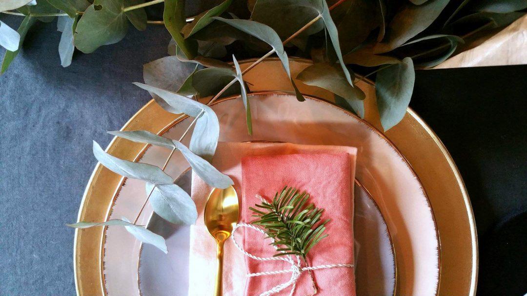 table-noel-pastel-rose-or-monoprix-eucalyptus