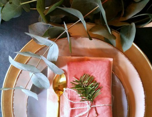 table-noel-pastel-rose-or-monoprix-eucalyptus