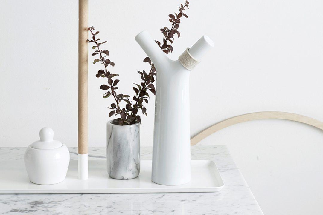 Vase ou arrosoir design en céramique designé par le Studio Macura