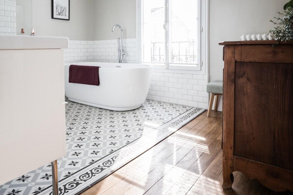 une baignoire lot dans ma salle de bain aventure d co. Black Bedroom Furniture Sets. Home Design Ideas