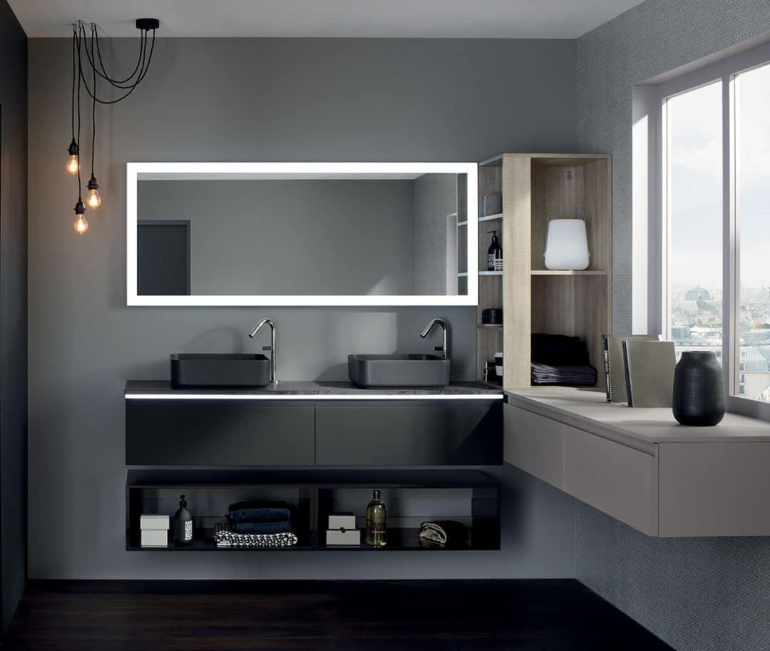 Une salle de bain bien éclairée et chauffée pour l'hiver
