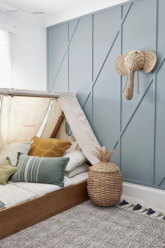 décoration tasseaux de bois sur les mur