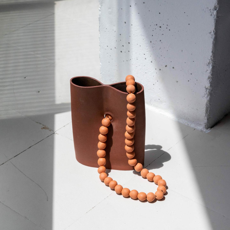 vase en céramique fait à la main par Lisa Allegra