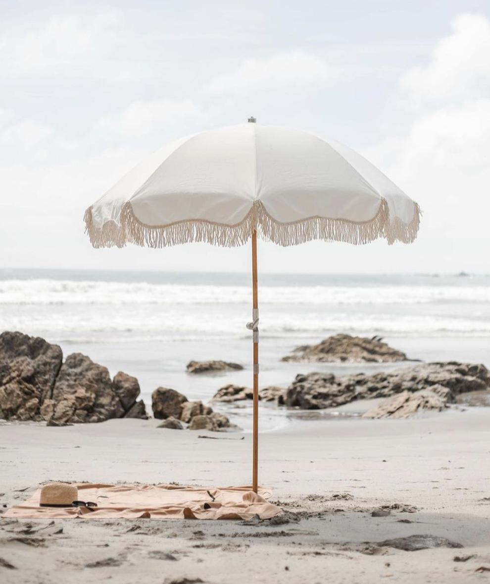 Mes 5indispensables pour un été vintage dont le parasol à franges