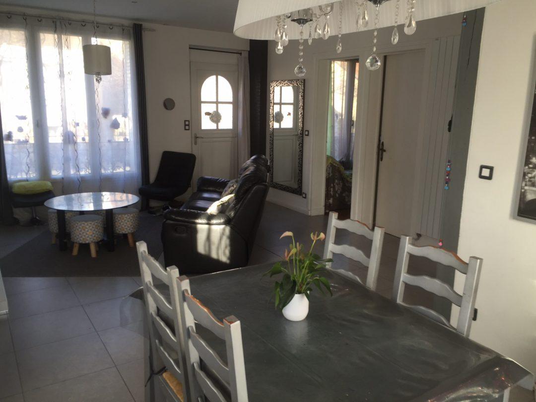 Amenagement Salon En Long un salon familiale tout en longueur – aventure déco