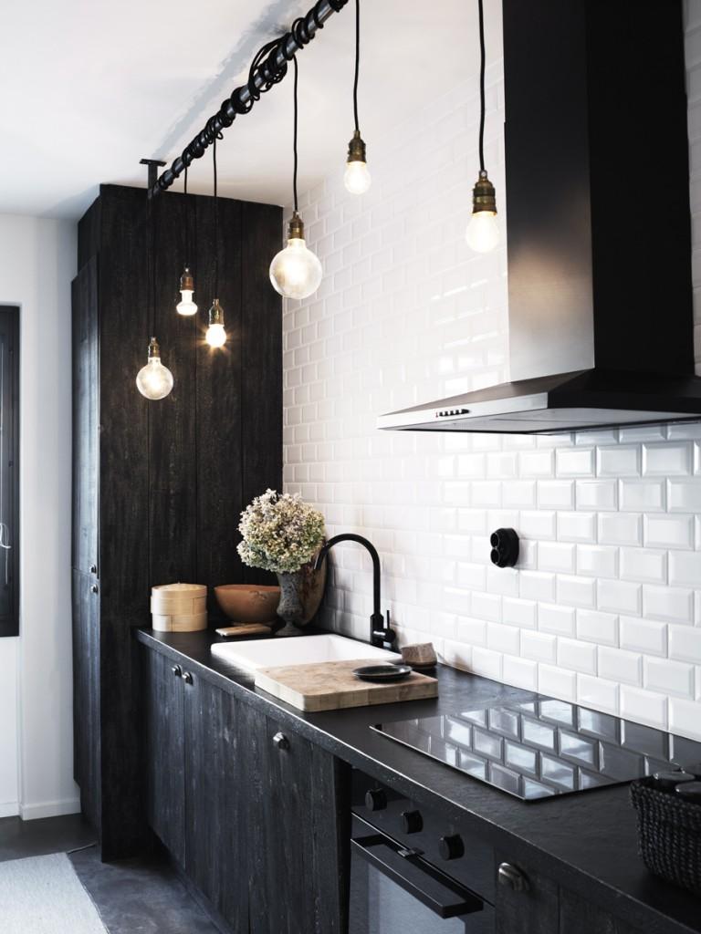 Carrelage Cuisine Noir Et Blanc cuisine-noire-carrelage-metro-blanc-pour-look-industriel
